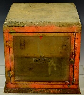Industrial Display Case Lot 901