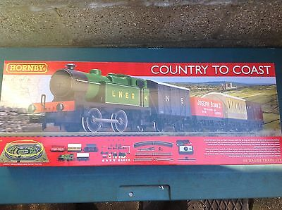 """R1201 Hornby """"COUNTRY To COAST"""" Model TRain Set with a set of 3 Tankers."""