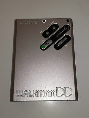 Sony Walkman DD plays but a lot of scratches READ the description