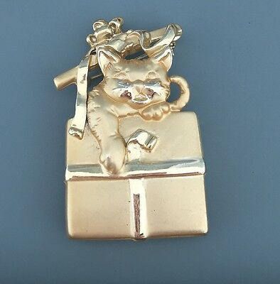 Adorable Vintage Kitty Present Brooch/Button Cover  Gold Tone Metal