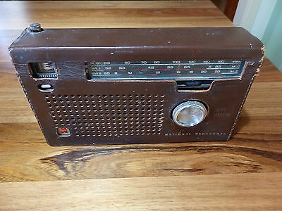 Retro National Panasonic 3 band, 11 Transistor Radio. Model R-317. Original case