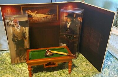 2016 Kenvention Exclusive Package Diorama 1:6 Scale Bullard Table Backdrop Dolls