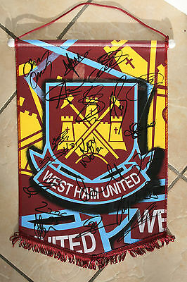 WEST HAM UNITED signed pennant 2014/15 - Signed by 20 - Authentic Signatures