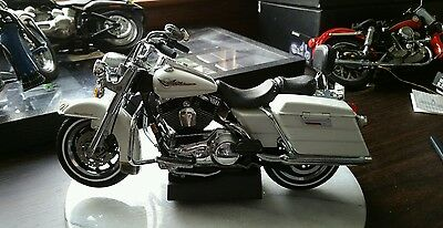Harley Havidson Die Cast Metal Motorcycle.  Nice Looking Bike