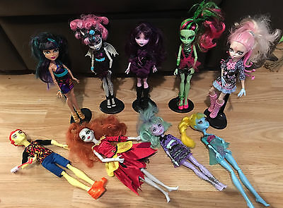 x9 Monster High Dolls Bundle fully dressed + 5 stands joblot in good condition