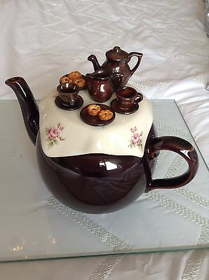 Cardew Collectable Novelty Large Betty Teapot Tea Table  Perfect Condition