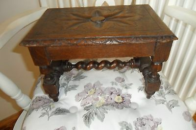 Delightful Small Antique Arts & Crafts Oak Stool - Good condition.