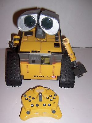 Remote Control Wall-E Walle Toy Disney WORKS TESTED