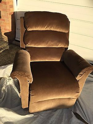 Pride Lift Chair - Electric Riser Recliner Chair - British Made