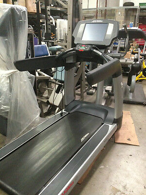 Life Fitness 95T Engage Treadmill *USED*  Commercial Gym Equipment