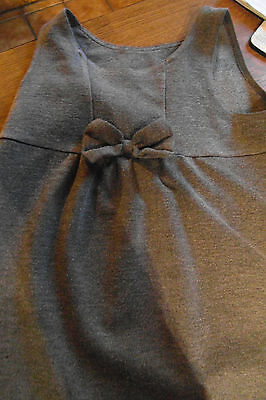Girls Grey Sleeveless Dress With A Pretty Bow On The Front Size 4-5 Years