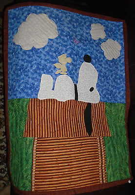 """INTRICATELY QUILTED APPLIQUE WALL Hanging ART QUILT Snoopy Dog House 31"""""""