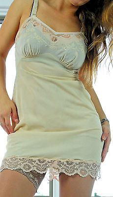VTG Corliss Beige Exotic Fancy Cutwork Lace Smooth Nylon Full Slip Dress sz 34
