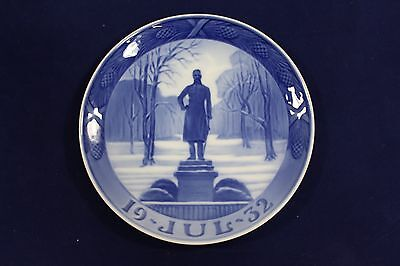 1932 Royal Copenhagen Christmas Plate 'The Statue of King Frederik VI', MELCHIOR