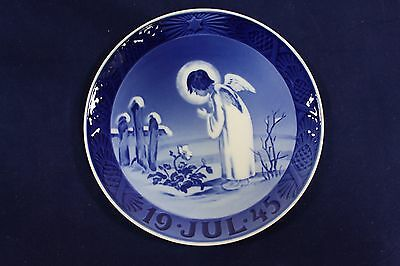 1945 Royal Copenhagen Christmas Plate, 'Angel and Christmas Rose', MELCHIOR