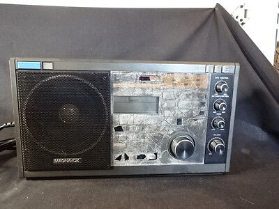 Magnavox D2935 PLL Synthesized World Receiver Radio