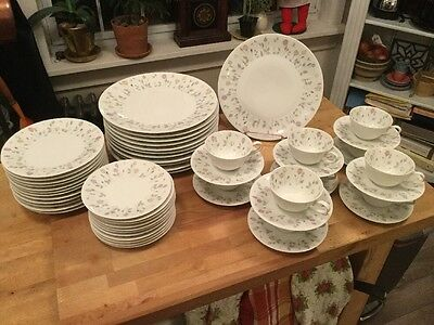 MidCentury H&C Selb Bavaria Germany Heinrich 55 Pieces China Rosebuds 17663
