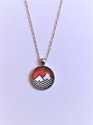 """Twin Peaks """"Black Lodge Mountain"""" Logo Glass Domed Silver Chain Necklace/Pendant"""