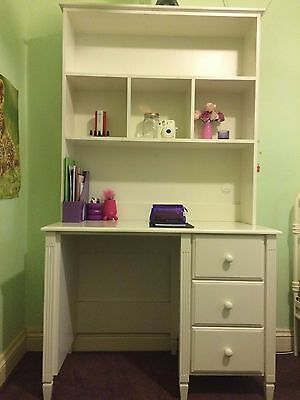 Like New White Study Desk with Hutch / Dressing Vanity Table in Solid Wood