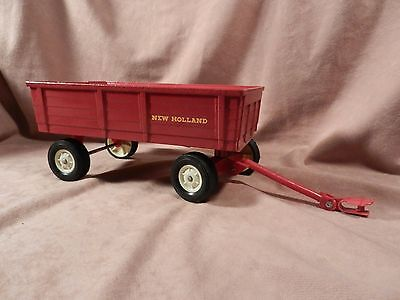 New Holland Barge Wagon for 1:16 scale tractor Ertl made in USA
