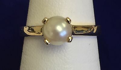 Lovely  Ladies Tiffany Set 10kt Yellow Gold Cultured Akoya Pearl Ring size 5.5