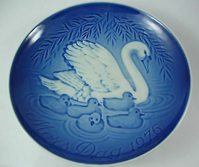 Bing & Grondahl Blue & White Mother's Day Plate 1976 Swan and Cygnets