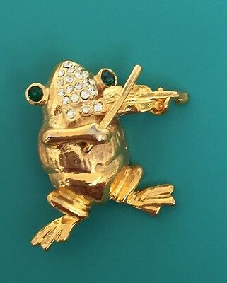 Adorable Vintage Fiddle Playing Frog Brooch In Gold Tone Metal