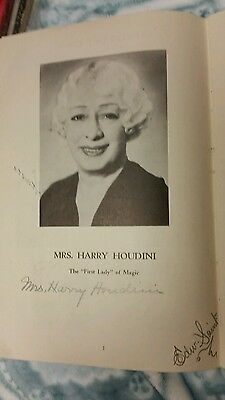 Bess Houdini autographed vintage magic booklet, wife of Harry Houdini magician