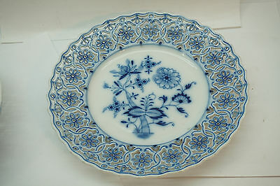 MEISSEN BLUE ONION PLATE RETICULATED 7.75in SALAD DESSERT OVAL BACKSTAMP PIERCED