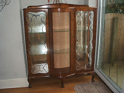 Antique Display Cabinet With  Glass Locking Doors  / Mirror  Bargain ! !