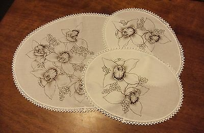 Un-worked vintage Hobbytex 8896 orchid duchess set oval white floral 3pce edged