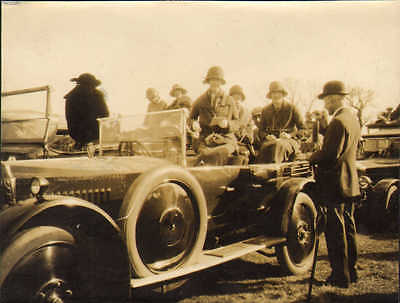 1924 photo linlithgow & stirling hounds at hopetown house. lord blackburn & car