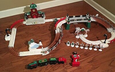 Fisher Price Geotrax Christmas In Toytown Train Set With Train & Remote