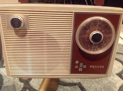 RARE VINTAGE PHILIPS 7 Portable Transistor Radio ~ ALL ORIGINAL HARD TO FIND