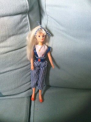 Sindy 1985 Spots ,n,stripes Outfit And Smirky Doll