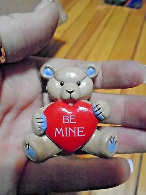 GIBSON Valentine PIN TEDDY Hugglesbie BEAR w LARGE HEART Be Mine LAPEL PIN-VGC