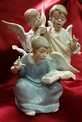 LLADRO 5495 ANGELIC CHOIR  in IMACULATE CONDITION!