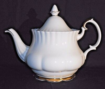 Royal Albert Val D'Or Pattern Large 5 Cup Teapot with Lid Bone China England