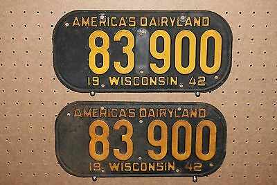 Pair - 1942 - Wisconsin - License Plates - 83 900