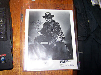 "BO DIDDLEY AUTOGRAPHED , SIGNED GLOSSY circa 1992  8""x10"" publicity photo ! LOOK"
