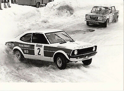 TOYOTA TEAM EUROPE RALLYING IN SNOW, CAR No.2 FOLLOWED BY SIMCA, PERIOD PHOTO