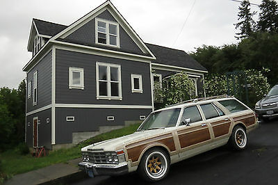 1978 Chrysler Town & Country 4 door 1978 Chrysler Town & Country LeBaron Station Wagon RARE WOOD SPOKES EXCELLENT+++