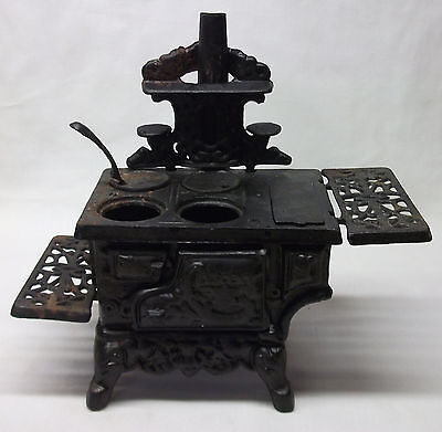 Vintage Crescent Cast Iron Salesman Sample Miniature Cooking Toy Kitchen Stove