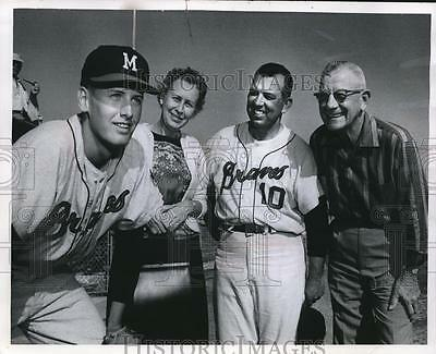 1964 Press Photo Braves shortstop Woody Woodward with parents and manager