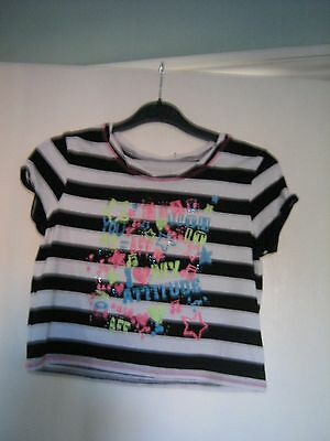 Girls cropped T Shirt with multiclourd design. Age 9 to 10 years