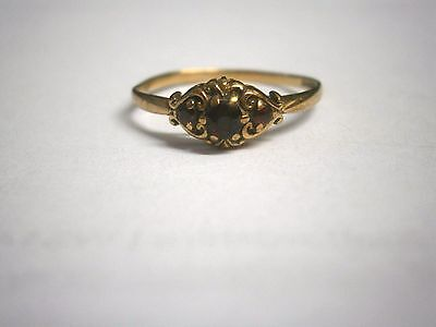 VINTAGE VICTORIAN STYLE 9ct GOLD GARNET RING