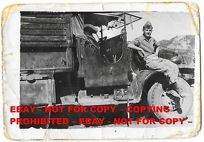 GREECE, HELLENIC (GREEK) ARMY, SOLDIER WITH TRUCK, VINTAGE PHOTO, 9 X 6,5 cm