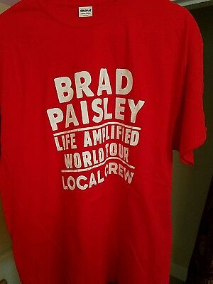 Brad Paisley Life Amplified Tour 2016 New Local Crew Shirt  XL RED & Guitar Pick