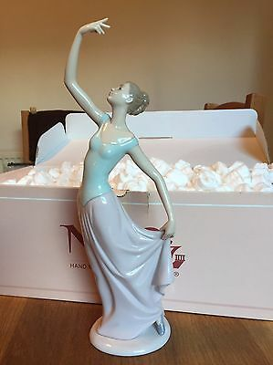 """NAO Lladro #1204 """"The Dance Is Over"""""""