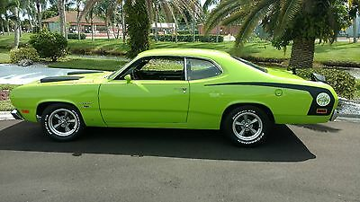 1971 Plymouth Valiant Super Bee muscle car